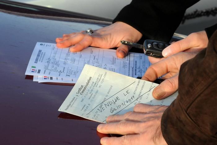 faire carte grise voiture Vente de voiture : que faire de son ancienne carte grise ?   Le